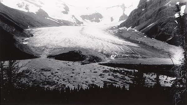Robson Glacier, 1914. Photographed by William S. Cooper. Photograph held by the National Snow and Ice Data Center/World Data Center for Glaciology, Boulder.