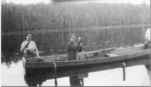 Source : Photographe inconnu. Archives régionales de l'Université du Québec à Rimouski, Fonds Réserve-faunique-Duchénier, UQAR 13-01-105; dans Histoires forestières, vol. 5, no 2, p. 42.