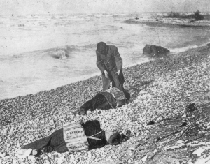 Victims of the Big Blow on the shores of Lake Huron, Goderich, 1913. Source: Wikipedia