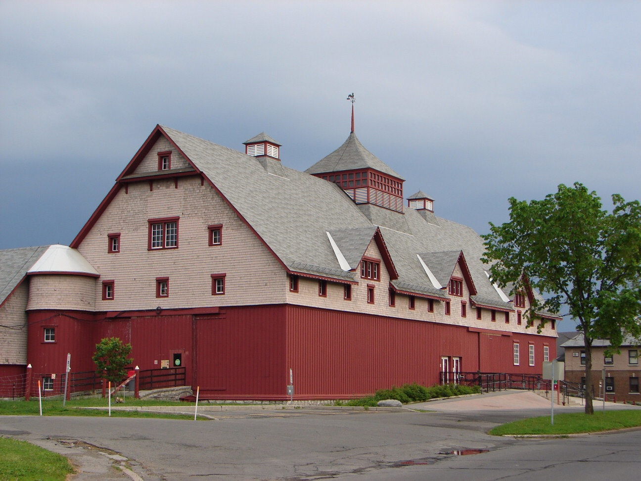 Central Experimental Farm, Main Barn, Ottawa. Photo: Wikipedia