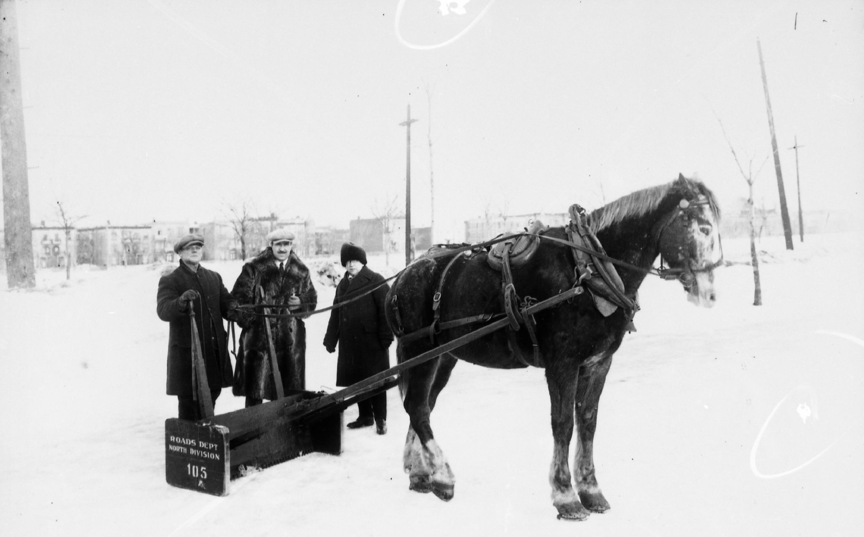 Déneigement des rues de Montréal, vers 1930. ©Archives de la Ville de Montréal, Z-103-2