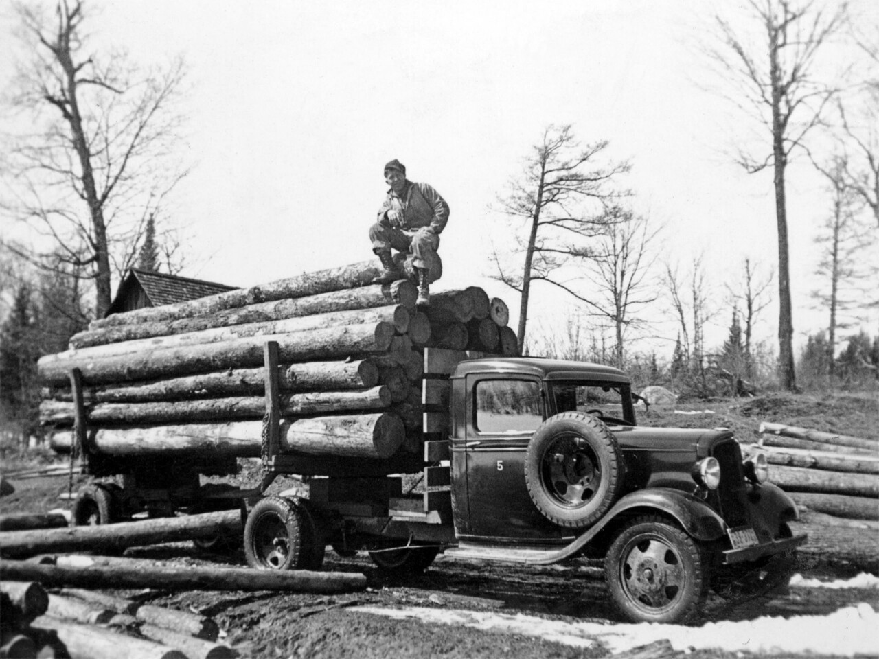 Wood trucker on 1934 Chevrolet. Source: Trucking Wordlwide