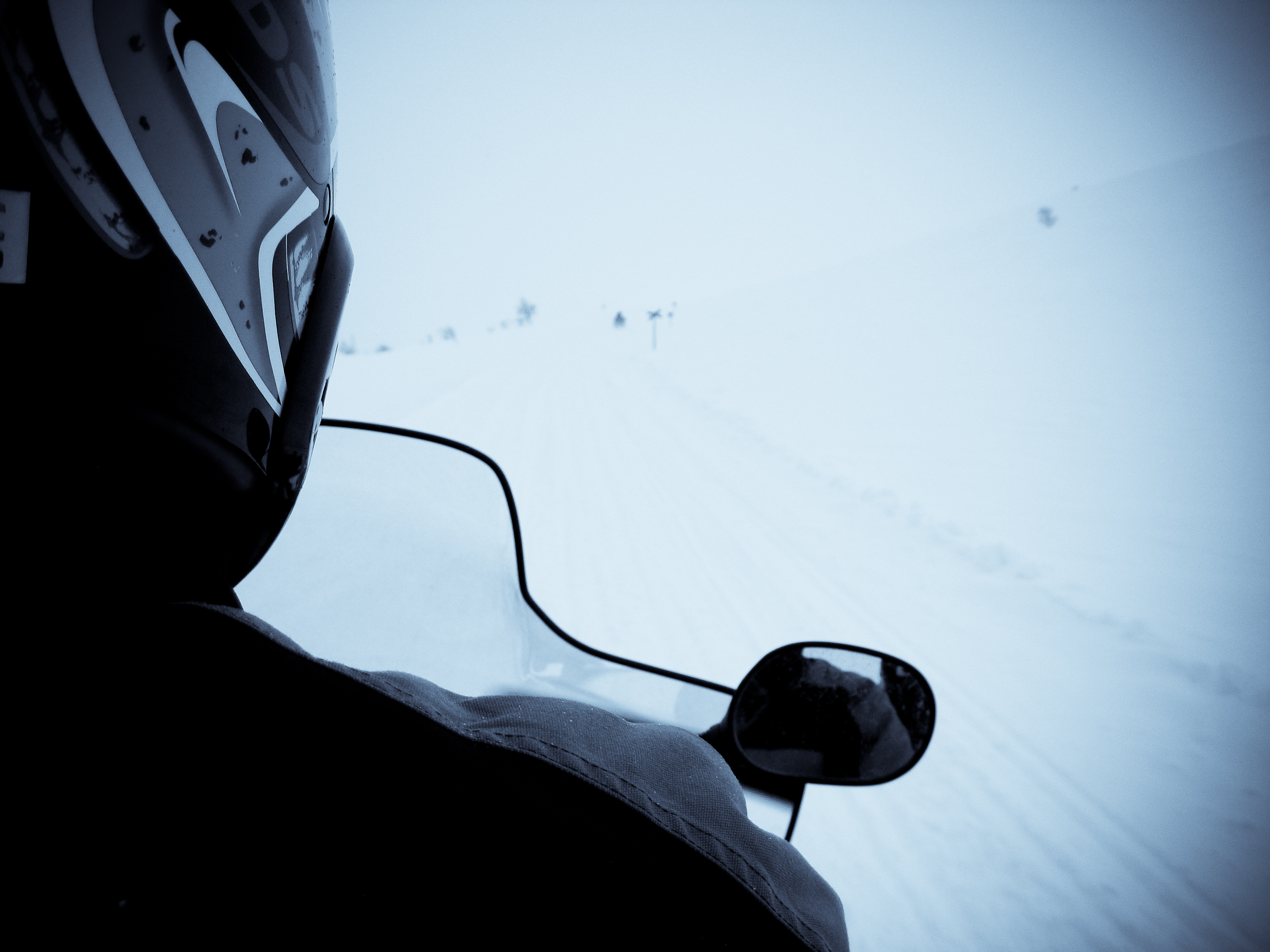Snowmobiling. Credit: Jonas Bengtsson.