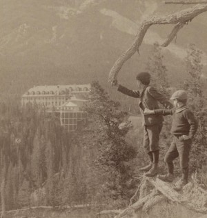 Banff Hotel from Tunnel Mountain, Alberta. Single frame of a stereoview published by Underwood and Underwood ca 1900. Source, Library of Congress Prints and Photographs Division, LC-DIG-DS-01233.