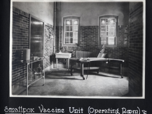 Figure 2: Smallpox Vaccine Unit (Preparation Room). 1918 Photograph Album, Sanofi Pasteur Canada (Connaught Campus), Toronto, Archives.