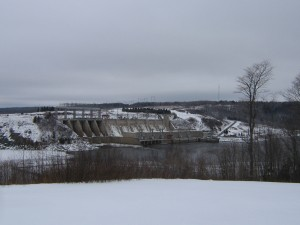 Mactaquac Dam and hydroelectric building, New Brunswick on the Saint John River. Photograph by Scott Davis, 4 January 2005. https://commons.wikimedia.org/wiki/File:Mactaquac1.jpg