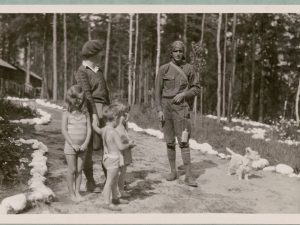"""Guide at Lake Traverse Camp, Algonquin Park, Ont."" Library and Archives Canada, Archival reference no. R1196-920-5-E."