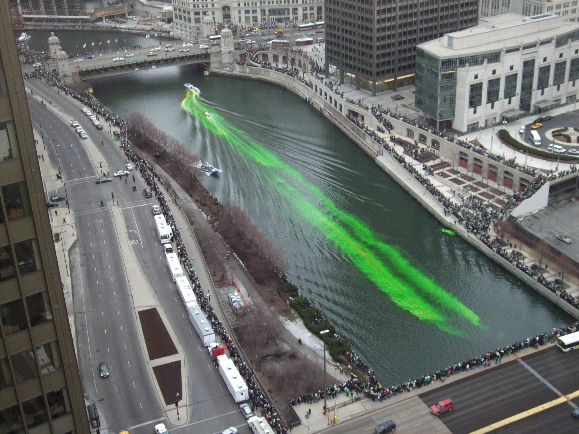chicago-river-green-dye-st-patricks-day-01