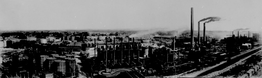 "Imperial Oil Refinery, Sarnia, Ontario, 1930. Source: Library and Archives Canada, <a href=""http://collectionscanada.gc.ca/ourl/res.php?url_ver=Z39.88-2004&amp;url_tim=2018-01-24T16%3A15%3A04Z&amp;url_ctx_fmt=info%3Aofi%2Ffmt%3Akev%3Amtx%3Actx&amp;rft_dat=3376750&amp;rfr_id=info%3Asid%2Fcollectionscanada.gc.ca%3Apam&amp;lang=eng"">MIKAN 3376750</a>"
